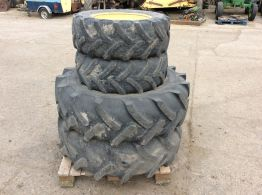 Full set of Fruit Tractor Wheels & Tyres